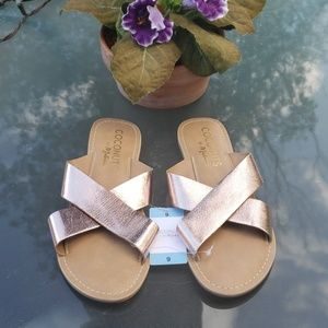 Coconuts by Matisse NWT Rose Gold Sandals sz 9